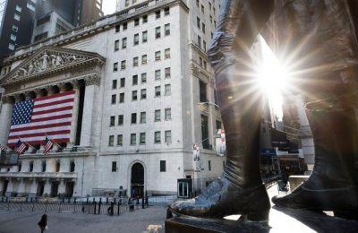 Ο βιομηχανικός δείκτης Dow Jones έκλεισε με άνοδο 1.627,46 μονάδων, (+7,73%), στις 22.679,99 μονάδες.
