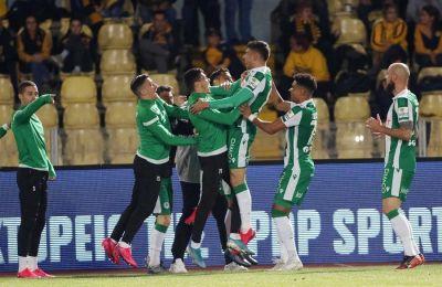 «Πράσινοι» ποδοσφαιριστές πανηγυρίζουν το γκολ του Κακουλλή στο ματς με την ΑΕΛ στο Τσίρειο.