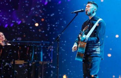 Ο κάθε ερμηνευτής θα τραγουδά από το σπίτι του δύο διασκευές τραγουδιών που ακούσαμε πρώτη φορά στη Eurovision
