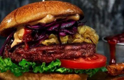 Στο Vegan 4 Life μπορείτε να βρείτε από φυτικά γάλατα και τυρί μέχρι διάφορα υποκατάστατα κρέατος σε μορφή burger και hot dog.