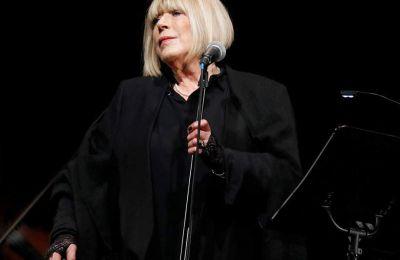 Η Βρετανίδα τραγουδίστρια Μαριάν Φέιθφουλ νοσηλεύεται σε νοσοκομείο του Λονδίνου εξαιτίας του κορωνοϊού
