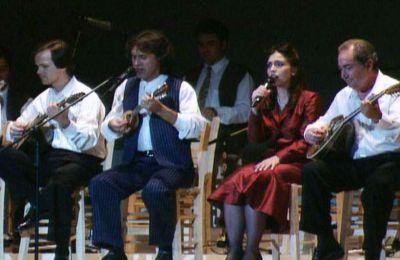 Στιγμιότυπα από το μουσικό ταξίδι στην ιστορία του ελληνικού τραγουδιού με τίτλο «...Και με φως και με θάνατον ακαταπαύστως». Πηγή φωτογραφίας «Κ» Ελλάδος.