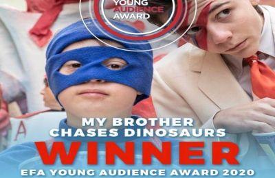 Φέτος το Βραβείο Νεανικού Κοινού της Ευρωπαϊκής Ακαδημίας Κινηματογράφου απονεμήθηκε στην ταινία «Ο αδελφός μου κυνηγάει δεινόσαυρους» του Stefano Cipani.