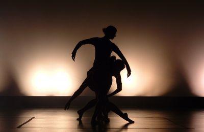 Για πρώτη φορά οι σχολές χορού ενώνουν τις δυνάμεις τους και ζητούν την άμεση επαναλειτουργία τους.