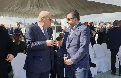 Ο Ανδρές Σοφοκλέους με τον πρόεδρο της ΚΟΠ Γιώργο Κούμα