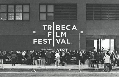 Το δραστήριο φεστιβάλ της Τραϊμπέκα στη Νέα Υόρκη τέθηκε επικεφαλής της πρωτοβουλίας μετά την οριστική αναβολή του, λόγω της πανδημίας