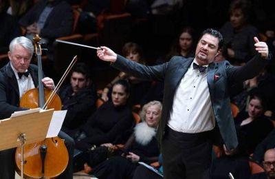 Η πρώτη φορά που θα εμφανιστεί ο Γιώργος Πέτρου ως μουσικός διευθυντής της Εθνικής Συμφωνικής Ορχήστρας της ΕΡΤ θα είναι σε ένα «Γκαλά Μπετόβεν» που θα πραγματοποιηθεί στο Ηρώδειο