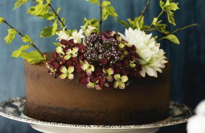 Μεγαλώνοντας, τα κέικ σοκολάτας ήταν πάντα τούρτες για γενέθλια και είναι ακόμα με μεγάλη χαρά που απολαμβάνω αυτό το γλυκό.