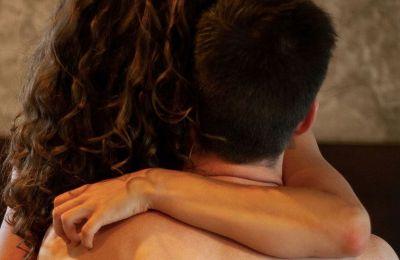 Το πρώτο σημάδι κρίσης είναι οι συνεχόμενες εντάσεις και έντονοι διαπληκτισμοί, ειδικά όταν το ζευγάρι τσακώνεται με ασήμαντες αφορμές