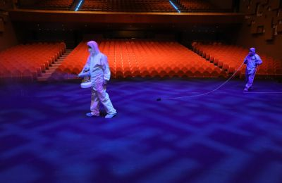 Απολύμανση του Δημοτικού Θεάτρου Λευκωσίας. ΦΩΤΟΓΡΑΦΙΑ Γιάννης Κούρτογλου
