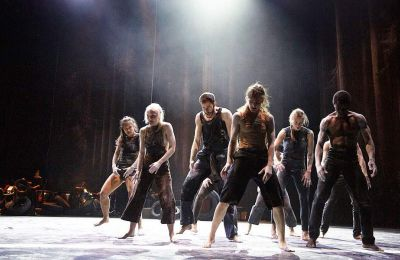 Στιγμιότυπο από την παράσταση «Traces» των Ultima Vez / Wim Vandekeybus που θα παρουσιαστεί στις 21-22/8 στο Αμφιθέατρο του κάστρου της πόλης