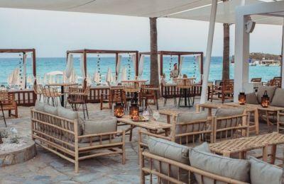 26 Beach bars για χαλαρές στιγμές δίπλα στη θάλασσα