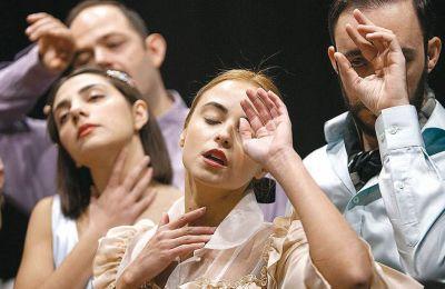 Η παράσταση «Δόξα κοινή» βρίσκεται ανάμεσα στα έργα που επιστρέφουν για τη νέα σεζόν