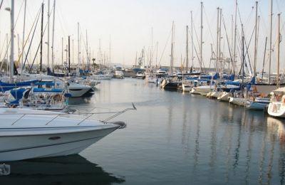 Οι εργασίες στην μαρίνα περιλαμβάνουν επέκταση και διαχείριση της μαρίνας, η οποία θα μπορεί να φιλοξενήσει και να εξυπηρετήσει τουλάχιστον 650 σκάφη.