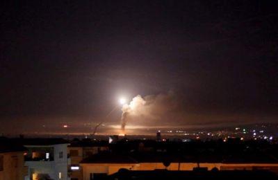 Συριακά ΜΜΕ ανέφεραν ότι η αντιαεροπορική άμυνα αναχαίτισε «εχθρικούς στόχους», ενώ δεν υπάρχουν θύματα.