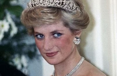 Η πριγκίπισσα Diana μάλιστα είχε δεχτεί σχετική ερώτηση πάνω σε αυτό το θέμα, σε μια συνέντευξή της με την εκπομπή BBC1 Panorama, το 1995, δυο χρόνια πριν από τον τραγικό της θάνατο