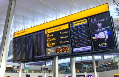 Η Κύπρος έχει «μόνο θεωρητικά» ανοίξει για τους επισκέπτες από τη Βρετανία, αναφέρεται από τους ταξιδιωτικούς πράκτορες στη Βρετανία.