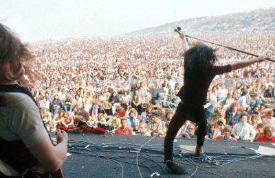 Στιγμιότυπο από την εμφάνιση των Βρετανών Free στο Φεστιβάλ του Isle of Wight. Οι Free είχαν μόλις κυκλοφορήσει το άλμπουμ «Fire and water», με το σινγκλ «All right now»