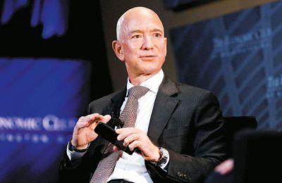 H περιουσία του Μπέζος, ιδρυτή της Microsoft, είναι κατά 70 δισ. δολάρια μεγαλύτερη από αυτήν του Γκέιτς που βρίσκεται στη δεύτερη θέση