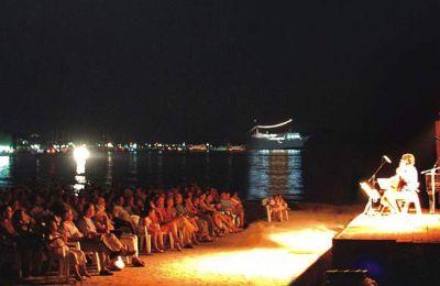 Το φετινό Διεθνές Μουσικό Φεστιβάλ Αίγινας θα πραγματοποιηθεί στον τόπο όπου γεννήθηκε, στην παραλία της Αύρας