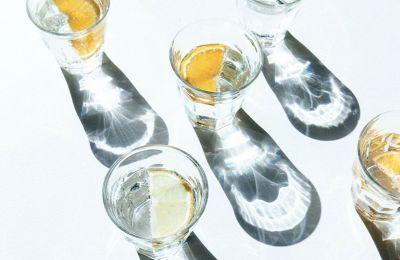 Όταν πίνετε νερό με καλαμάκι, συνήθως καταναλώνετε μεγαλύτερη ποσότητα σε λιγότερο χρόνο