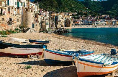Η Βιγκάτα στη Σικελία, η γενέτειρα του επιθεωρητή Σάλβο Μονταλμπάνο, είναι μια φανταστική πόλη. Ωστόσο, οι περιγραφές του Αντρέα Καμιλλέρι την έχουν καταστήσει οικεία στους φανατικούς αναγνώστες του