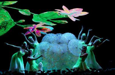 Το Tomorrowland είναι ένα από τα μεγαλύτερα φεστιβάλ ηλεκτρονικής χορευτικής μουσικής και προσελκύει πάνω από 400.000 επισκέπτες. Τώρα ψηφιακά έκαναν κλικ πάνω από ένα εκατομμύριο επισκέπτες