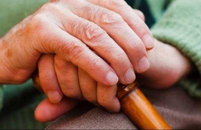 Τα άτομα τρίτης ηλικίας δεν θα πρέπει να είναι ξεχασμένα, αλλά να τυγχάνουν ισότιμης προστασίας και απόλαυσης των ανθρωπίνων δικαιωμάτων τους, επισημαίνει η Επίτροπος.