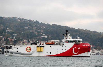 Ένα ζήτημα που αξίζει προσοχής είναι το κατά πόσο το τουρκικό ερευνητικό Oruc Reis έχει απλώσει καλώδια και πραγματοποιεί έρευνες, σε συνθήκες συνωστισμού πολεμικών πλοίων.