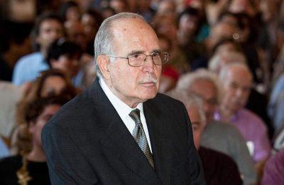 Εφυγε από τη ζωή ο Ντίνος Χριστιανόπουλος, ο αντισυμβατικός ποιητής της Θεσσαλονίκης, σε ηλικία 89 ετών. Πολυσχιδής δημιουργός, δηκτικός, έζησε μια ζωή πληθωρική