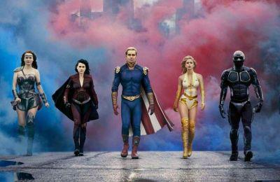 Όσο η εταιρεία Vought εισπράττει τα κέρδη του πανικού στην ιδέα των Supervillains, μια νέα ηρωίδα, η Stormfront, ταράζει τα νερά