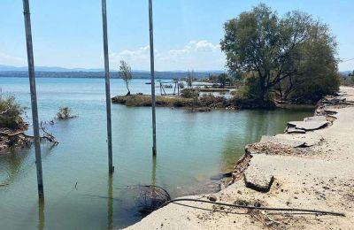 """«Δεν μπορείτε να φανταστείτε, στο Λευκαντί έχει χαθεί η παραλία και η θάλασσα έχει φθάσει στους δρόμους, από τους οποίους πολλοί έχουν """"κουφώσει""""», λέει η δήμαρχος Χαλκιδέων"""