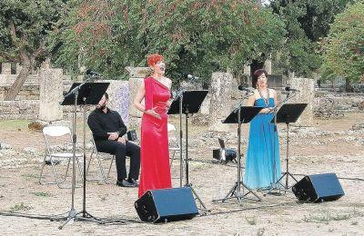 Τα ρεσιτάλ στους αρχαιολογικούς χώρους ανά την Ελλάδα συνεχίζονται σήμερα στη Ρωμαϊκή Αγορά των αρχαίων Δελφών, με τη συμμετοχή μονωδών της ΕΛΣ