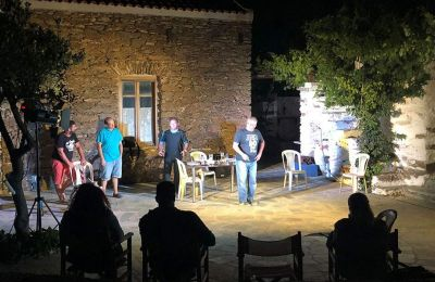Η Θεατρική Ομάδα Κέας παρουσιάζει φέτος την παράσταση «Δάφνες και πικροδάφνες», των Δ. Κεχαΐδη και Ελ. Χαβιαρά