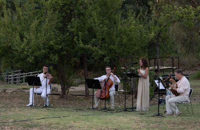 Το μουσικό σύνολο «Χρυσέα Φόρμιγξ» στον αρχαιολογικό χώρο της Βραυρώνας παρουσιάζει αρχαία ελληνική μουσική και μπαρόκ συνθέσεις. (Φωτ. Κωστής Φαραζουλής)