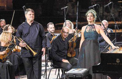 Η Αλεξία Μουζά και ο Γιάννης Καραμπέτσος ήταν σολίστες στο Κοντσέρτο του Ντμίτρι Σοστακόβιτς, που ερμήνευσε η Κρατική Ορχήστρα Αθηνών στο Ηρώδειο, στο πλαίσιο του Φεστιβάλ Αθηνών. Φωτ. ΘΩΜΑΣ ΔΑΣΚΑΛΑΚΗ