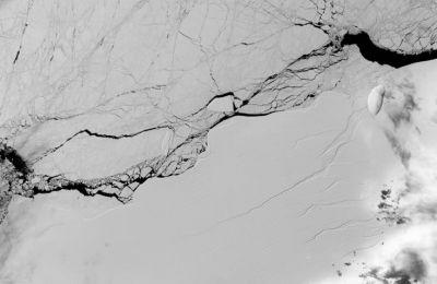 Το λιώσιμο των πάγων εξελίσσεται ταχύτερα από όσο ανέμεναν οι επιστήμονες και από όσο προβλέπουν τα υπάρχοντα κλιματικά μοντέλα.