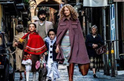 Η πρώτη μεγάλου μήκους ταινία του Χρήστου Νίκου, «Μήλα» (Apples), με πρωταγωνιστή τον Άρη Σερβετάλη, ανοίγει σήμερα το επίσημο διαγωνιστικό πρόγραμμα του τμήματος