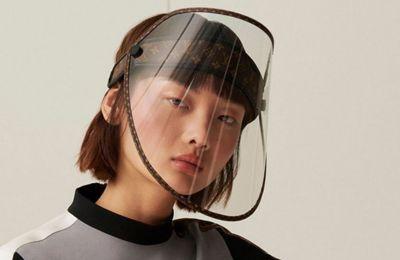 Η εντυπωσιακή LV Shield από διάφανη η μεμβράνη από την οποία είναι κατασκευασμένη μετατρέπεται σε πιο σκούρα στο φως του ήλιου προστατεύοντας τους χρήστες