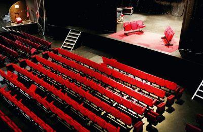 Με πληρότητα που θα μπορεί να φτάσει μέχρι σε ποσοστό 60% θα λειτουργούν τα θέατρα (φωτ. REUTERS / Charles Platiau)