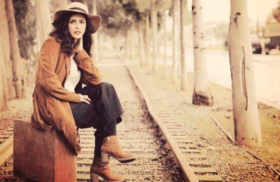 Έλενα Χατζηαυξέντη  - Μ' ένα τραγούδι του δρόμου αφιέρωμα στον ποιητή Νίκο Γκάτσο