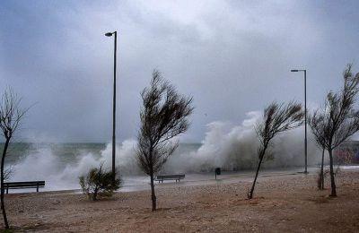 Κακοκαιρία «Ιανός»: Σε κατάσταση έκτακτης ανάγκης αρκετές περιοχές της Ελλάδας
