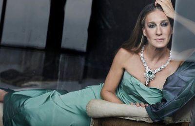 Η παράσταση, στην οποία η Sarah Jessica Parker πρωταγωνιστεί με τον σύζυγό της, αναβλήθηκε έως την άνοιξη του 2021 λόγω της πανδημίας του κορωνοϊού