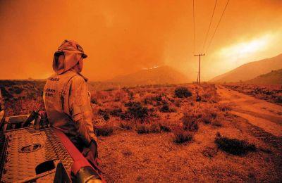 Οι καταστροφικές πυρκαγιές στις ΗΠΑ έχουν κάνει στάχτη έκταση που ξεπερνάει τα 2 εκατομμύρια στρέμματα (όσο περίπου η Πελοπόννησος). Φωτ. EPA