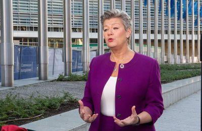 Η επίτροπος Ίλβα Γιόχανσον έχει αναγνωρίσει πως «το να βρεθεί μια πρόταση που να μπορεί να γίνει αποδεκτή απ' όλα τα κράτη μέλη και το Ευρωκοινοβούλιο» είναι «μια δύσκολη αποστολή».