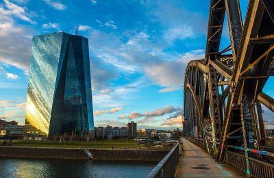 Η άνοδος του ευρώ σε υψηλά διετίας, στο 1,20 έναντι του δολαρίου, αποτελεί «πονοκέφαλο» για την ΕΚΤ στις προσπάθειες στήριξης της ευρωπαϊκής οικονομίας.