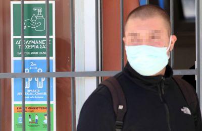 «Θεωρούμε ότι πρέπει άμεσα να προμηθευτούν με μάσκες όσοι μαθητές δεν προμηθεύτηκαν», προστίθεται