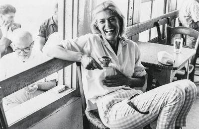 Τη Μελίνα Μερκούρη τη λάτρευαν ή την αντιπαθούσαν. Εντονη προσωπικότητα, γεμάτη πάθος για ό,τι έκανε, μία γυναίκα με αυθεντική λάμψη και κυρίως μία ευθύτητα σπάνια που δεν άντεχαν όλοι