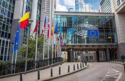 Το Bloomberg αποκάλυψε ότι η Ευρωπαϊκή Επιτροπή έστειλε επιστολές στους 27 υπουργούς Οικονομικών των κρατών-μελών, με παραινέσεις σχετικά με τους εθνικούς προϋπολογισμούς του 2021.