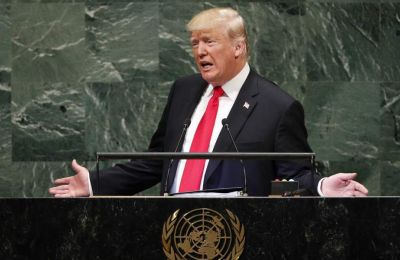 O Aμερικανός πρόεδρος υποσχέθηκε τη διανομή εμβολίου: «Θα νικήσουμε τον κορωνοϊό και θα βάλουμε τέλος στην πανδημία» και θα εισέλθουμε σε μια νέα εποχή ευημερίας, συνεργασίας και ειρήνης.